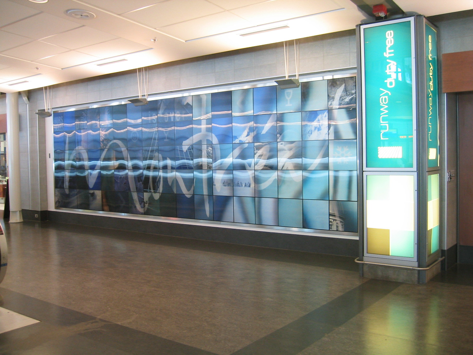 airport montreal 17