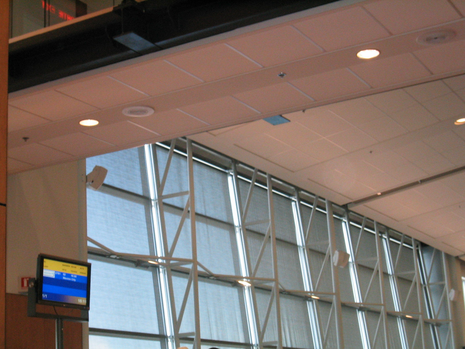 airport montreal 18