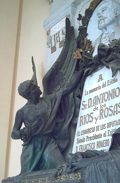 Mausoleo de Antonio Ríos Rosas 02