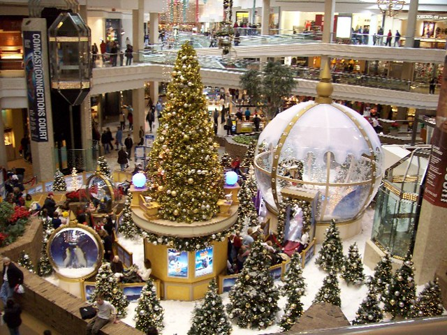 Woodfield Mall: Chicago | My mommy took this  I think it's w