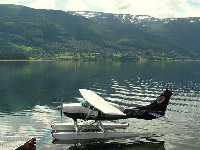 Watervliegtuig bij Voss