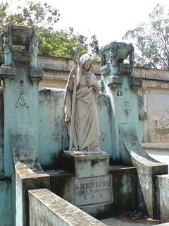 Mausoleo en el Cementerio General de Guatemala | by RobertoUrrea