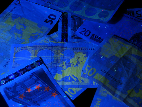 Euro banknotes in black light | by Lisérgico