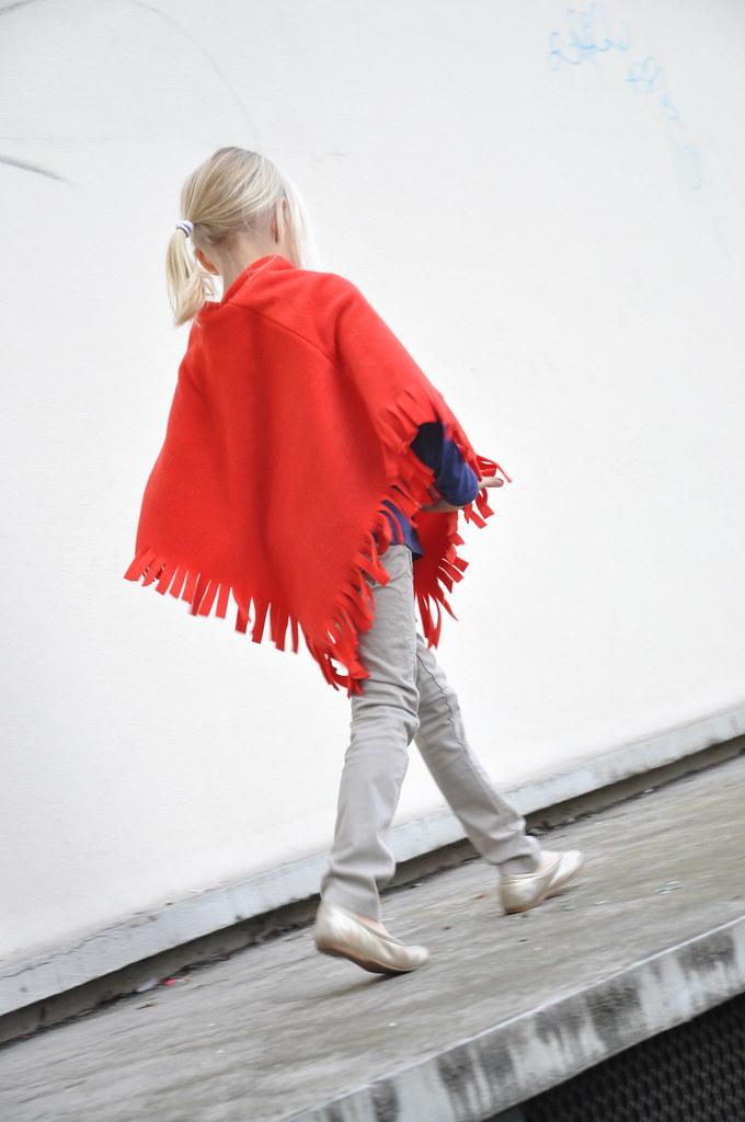 DIY Gift Ideas :: a polar fleece poncho | tutorial