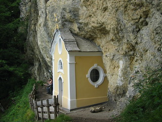 Gmailkapelle, a chapel built into the rock face, a further steep climb up