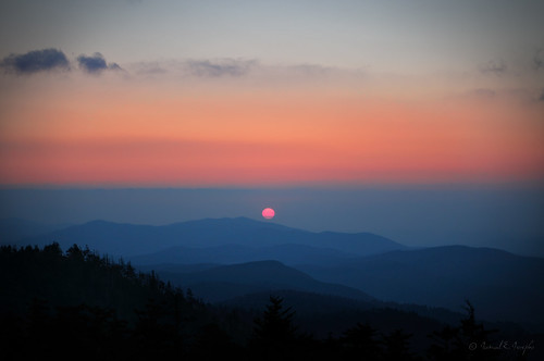 trees light sunset sky naturaleza sun sunlight nature beauty landscape evening nationalpark scenery peace natural north scenic tranquility lookout hills ranges cielo carolina 1855mm smokymountains josephs jamal montañas vast sunsetcolors eventide d300s proleshi