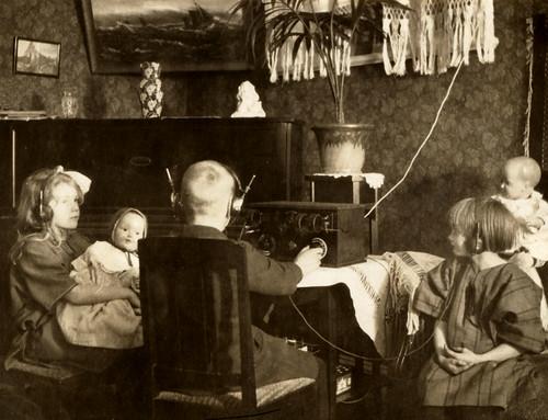 1925 Radio | by YlvaS