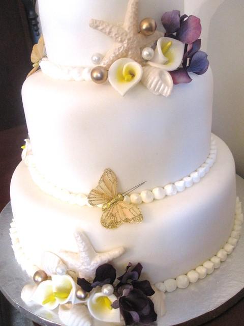Seashell, calla lillie wedding cake
