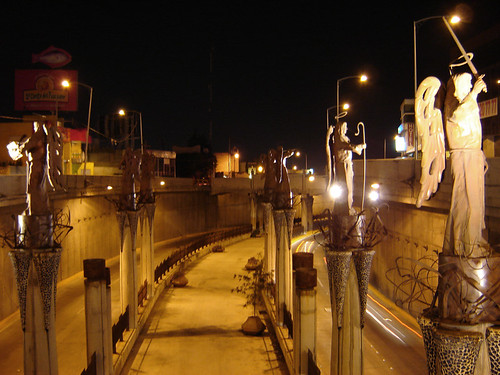 Angeles en la ciudad / Angels in the city ...