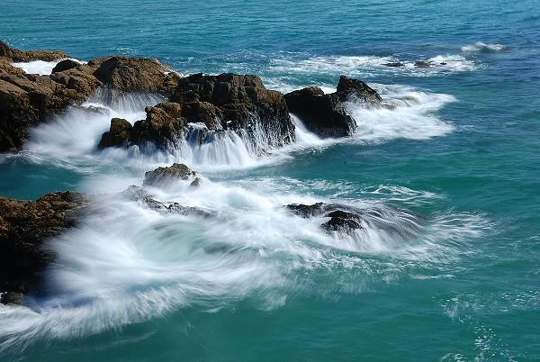 vagues sur les rochers / waves on rocks