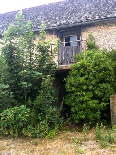 Close up of derelict barn in Little Barrington | by Tip Tours