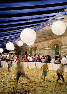 LaNocheDeLosNiños.org - intercambio de juguetes - recinto arena y pelotas 3 | by ecosistema urbano