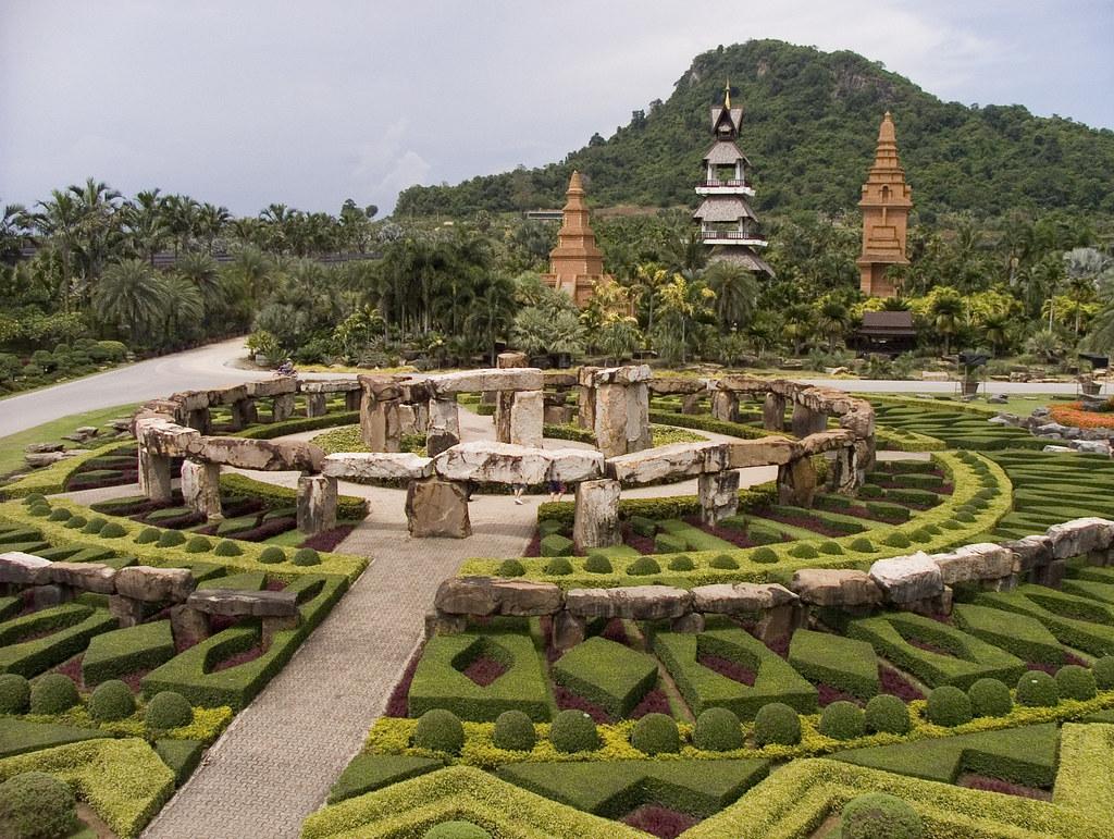 Miniature Stonehenge replica | Nong Nooch garden | sluj78
