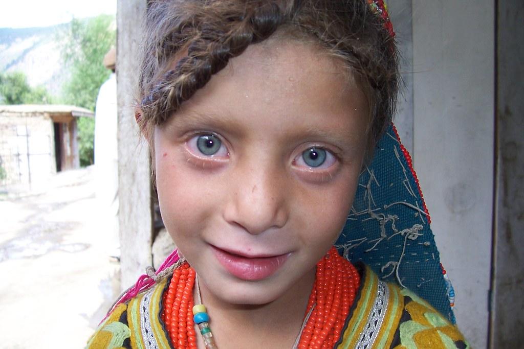 Kalash Girl Pakistan  Дар Покистон як қабилаи мардуми пурасрор бо чашмони кабуд зиндагӣ мекунанд 373462675 75bad39053 b