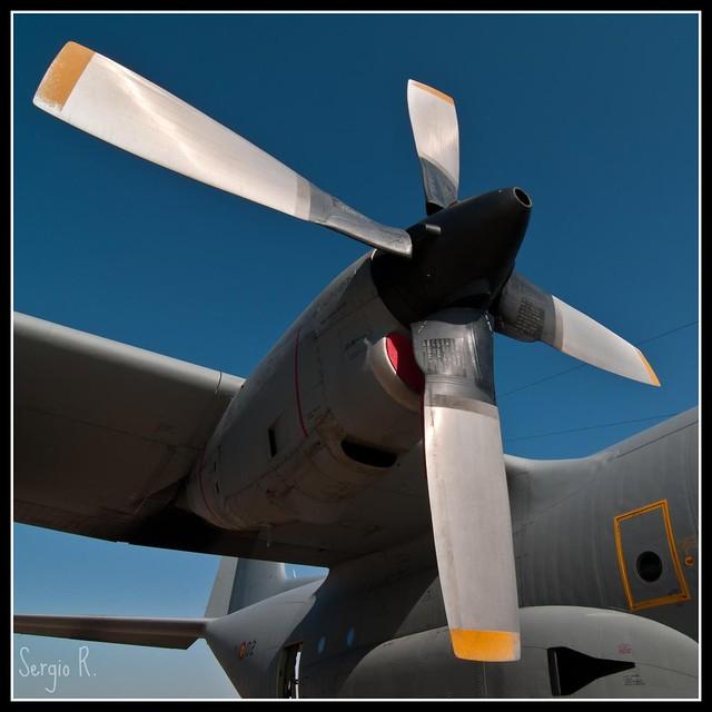 Danger, propeller, por si alguien no lo ve...