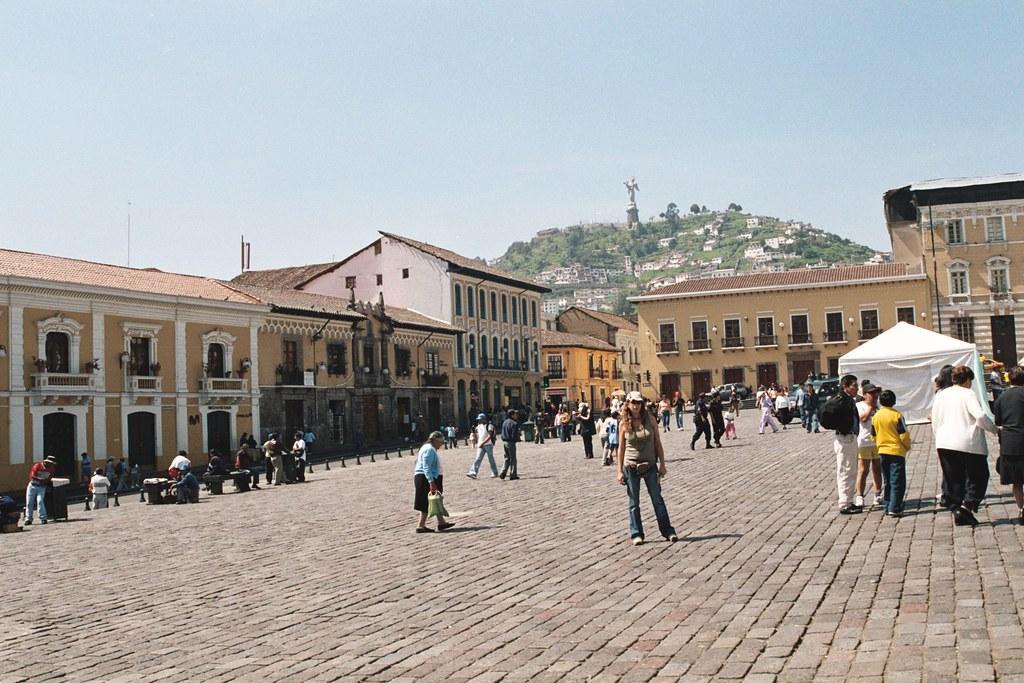 Plaza Colonial Quito Colonial Square Quito Ecuador W Flickr