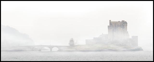 eilan donan misty