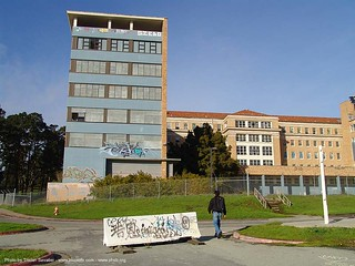 2480-phsh - building exterior - Abandoned Hospital (Presidio, San Francisco) | by loupiote (Old Skool) pro