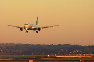 767 daybreak arrival, Auckland 14 June 2005 | by PhillipC