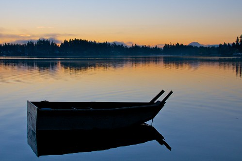 silhouette sunrise dawn boat washington still calm mountrainier wa rowboat pugetsound chico mtrainier dyesinlet afsdxnikkor35mmf18g