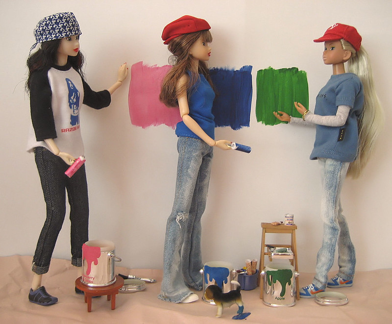 Harper, Dae, & Bea try to decide what color to paint the room.