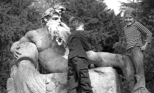 Statue  Richmond Park - Kids Playing