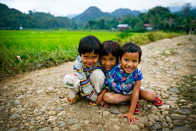 3 kids in rantepao