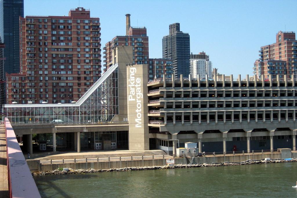 NYC - Roosevelt Island - Parking Motorgate | Wally Gobetz