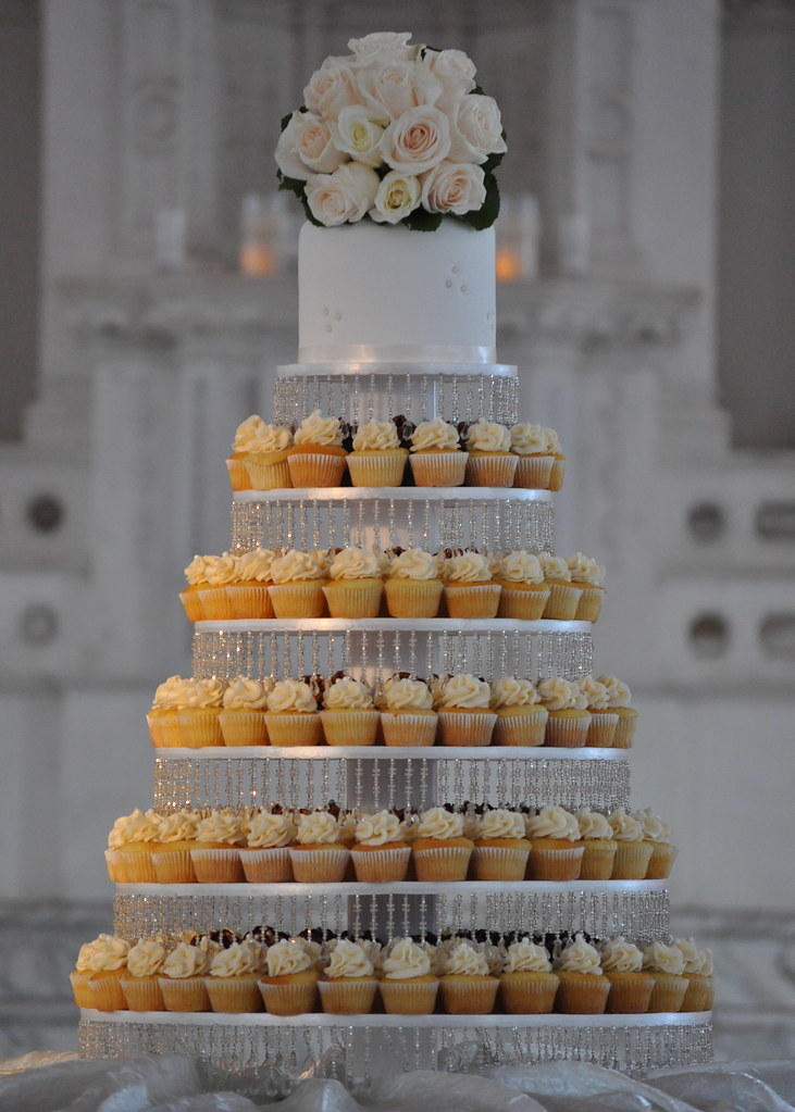 Wedding Cupcakes Towers.Wedding Cupcake Tower 300 Mini Cupcakes Are On That 6 Tier Flickr
