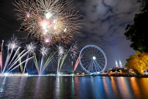 Fireworks at The Eye on Malaysia - Titiwangsa by Hi Gareth Davies