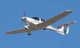 Diamond DA40 N823YT
