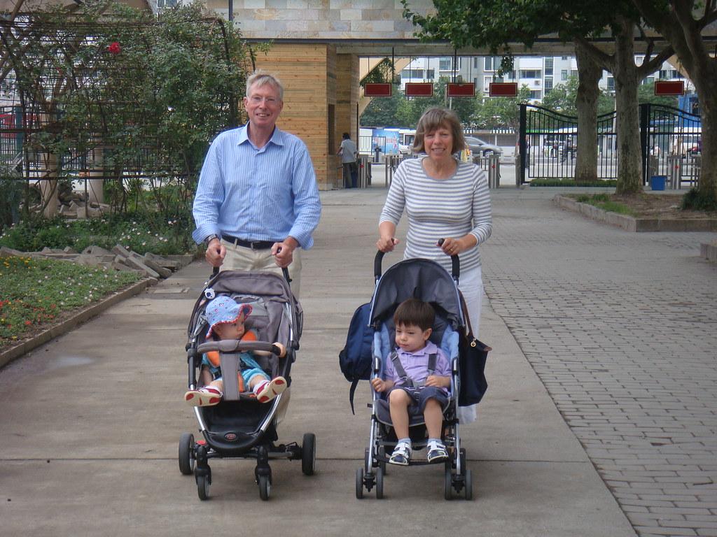 Scott, Elaine, Opa and Oma in the zoo