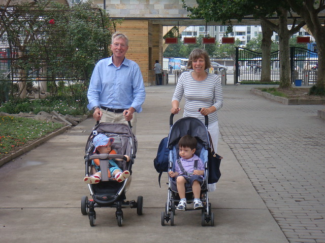Scott, Elaine, Opa and Oma in the zoo