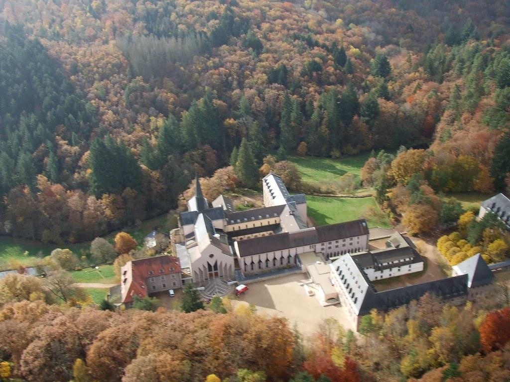 Pierre De L Yonne abbaye de la pierre-qui-vire, saint-léger-vauban, morvan