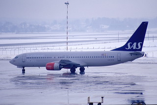 204an - Scandinavian Airlines Boeing 737-883; LN-RCN@SZG;25.01.2003 | by Aero Icarus