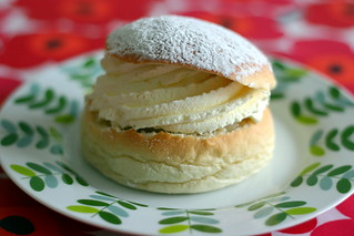 Semla | by Frugan