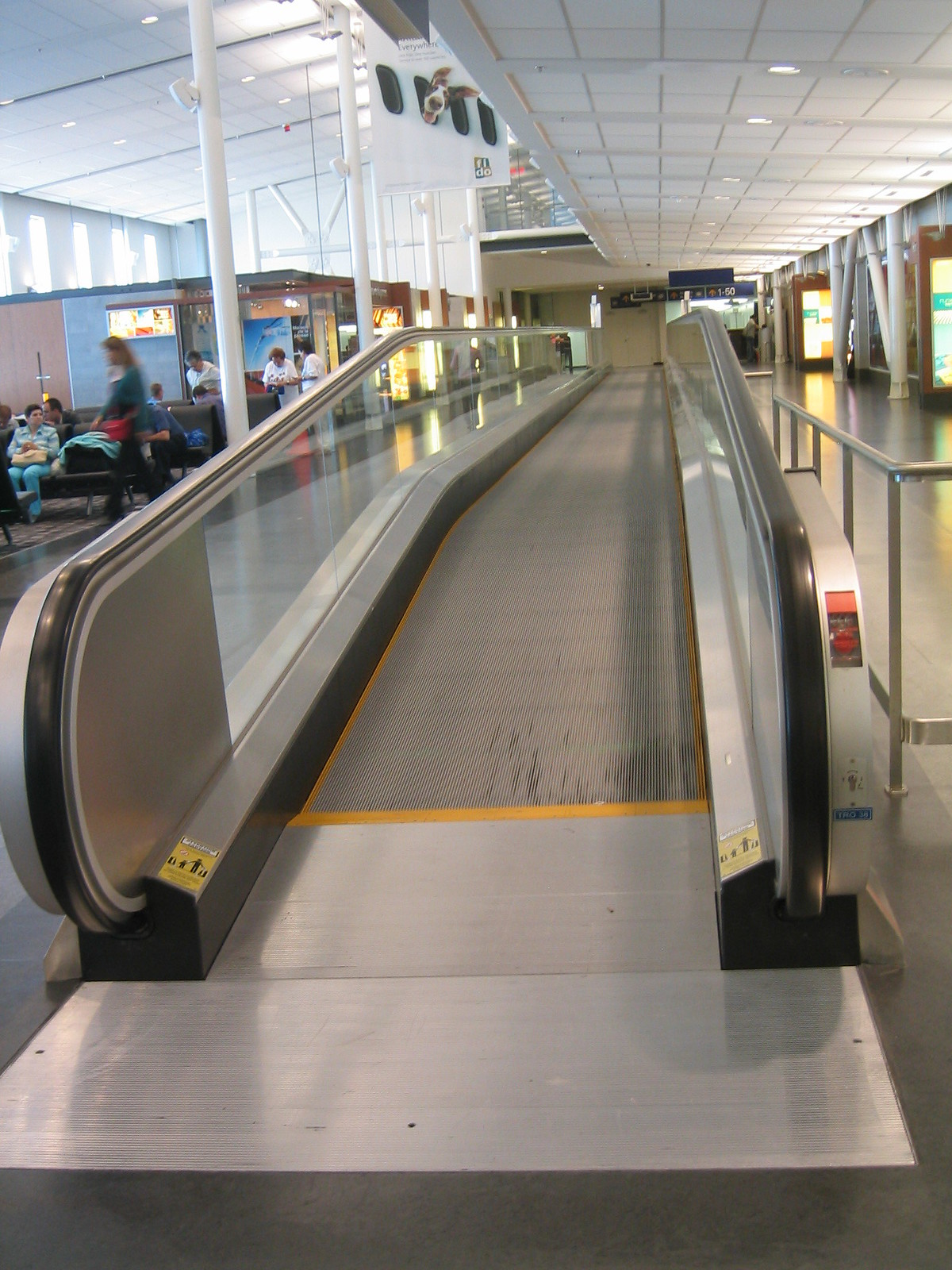 airport montreal 14