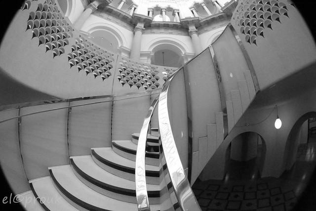 Sweeping staircaase