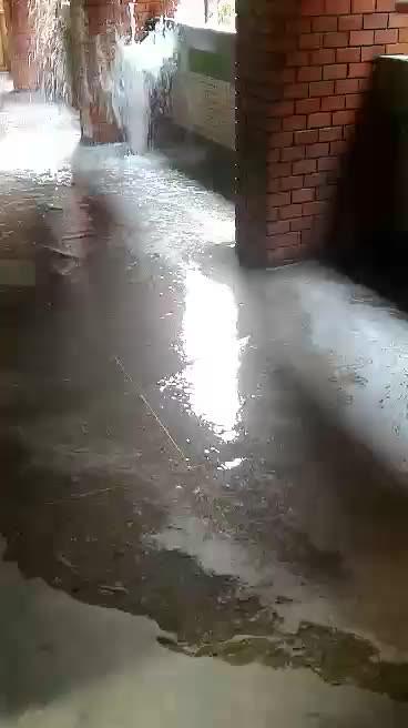 誠樓驚傳噴泉湧現 工友:防漏工程測試導致