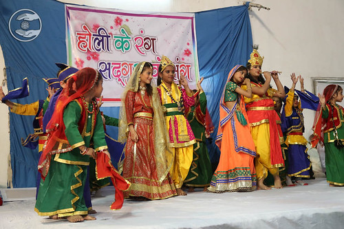 Bhangra by child devotees