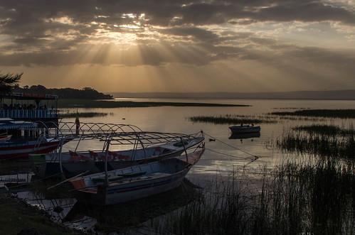 lakehawassa ethiopianriftvalleycrepuscularrayboatsunsetkeithkingstonethiopia2015ethioprint2015