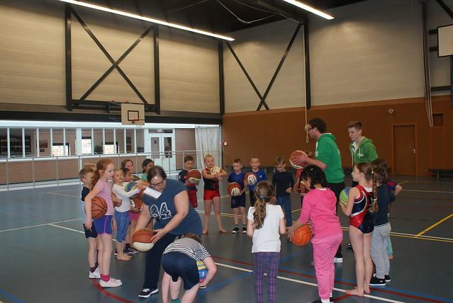 Basketbal clinic CBS De Bron