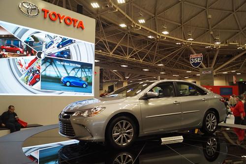 2016 Toyota Camry Hybrid Photo
