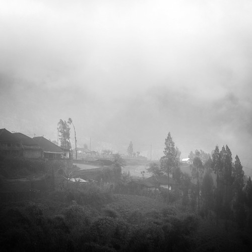 world travel trees houses sky blackandwhite bw cloud mist mountain monochrome misty fog clouds montagne canon indonesia square landscape asia noiretblanc outdoor maisons nb arbres 7d asie nuages vignetting brouillard indonesie diengplateau dieng canoneos7d canon7d