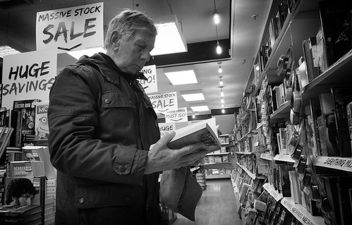 street people blackandwhite bw white man black blancoynegro monochrome face person photography reading mono book noiretblanc zwartwit sale candid books olympus bookstore indoors unposed 黑白 biancoenero omd mft em5 1442mm schwarzundweis