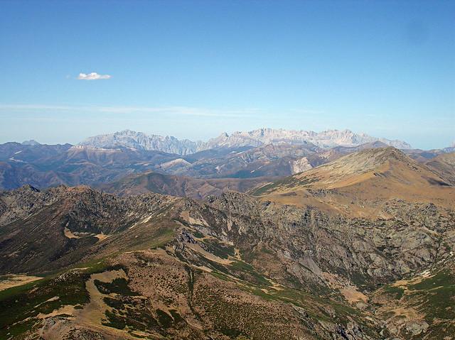 Montañas lejanas