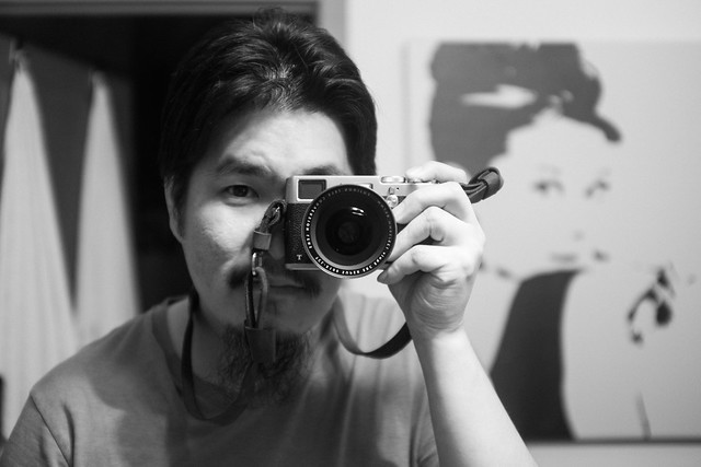 Bathroom mirror selfie with the TCL-X100.