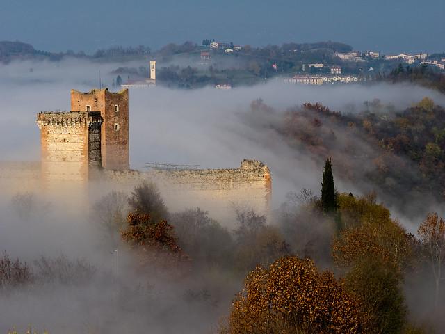 cascata di nebbia