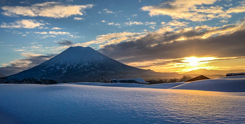 snow japan sunrise hokkaido skiing backcountry niseko yotei