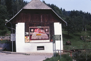 1980_bed_billboard_austria